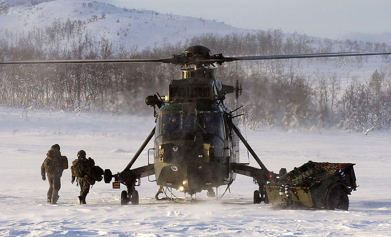 800px-Royal_Navy_Sea_King_Mk4_HelicopterConducting_Arctic_Training_in_Norway_MOD_45153643