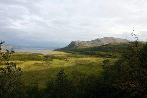 Utsikt mot Váldatgohppi og Kunsavárri i Porsanger.