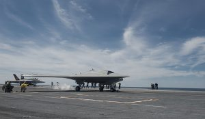 Det amerikanske og ubemannede flyet X-47B. Foto: Wikimedia