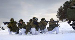 Stormlag fra 2. bataljon under øvelse Grey Wolf i Bodø, 15.-18. januar 2007. Foto: Gjermund Gustavsen / Wikimedia Commons