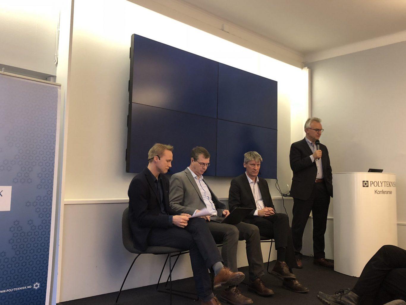 Panelsamtale om ny LTP. Fra venstre: Tormod Heier, Knut Johannes Støvne, Sigurd Glærum (FFI) og ordstyrer Kristian Berg Harpviken. Foto: UTSYN
