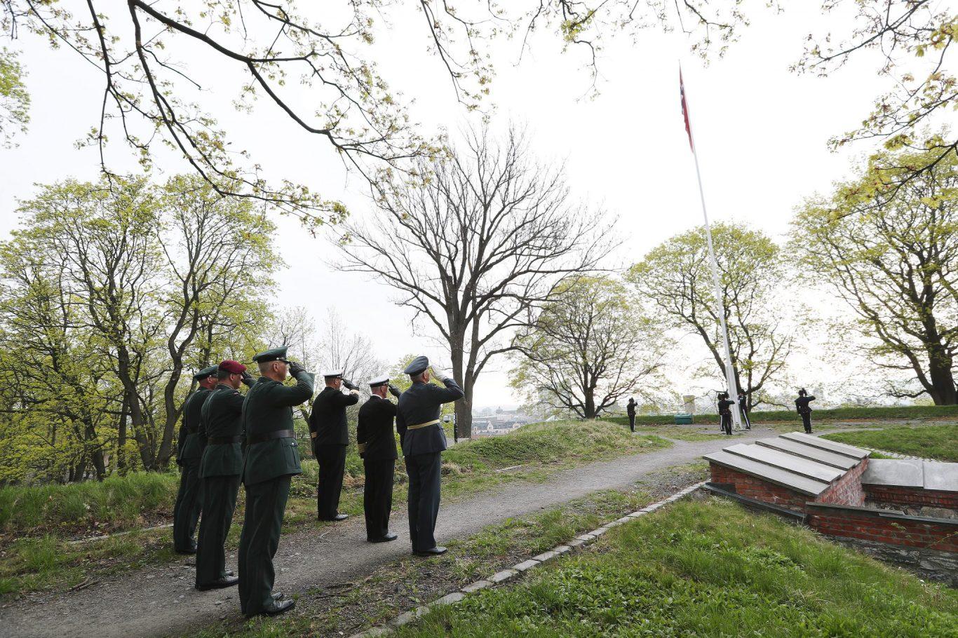 Flaggheising på Akershus Festning 8. mai 2018. Foto: Torbjørn Kjosvold / Forsvaret