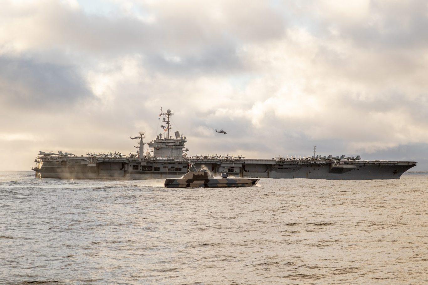 USS Harry S. Truman og  KNM Storm under Trident Juncture 2018. Foto: Sverre Aa. Andreassen / Forsvaret