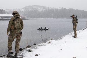 Operatører fra Minedykkerkommandoen klarerer kaien før mottak av alliert fartøy. Foto: Egil Ingebrigtsen / Forsvaret