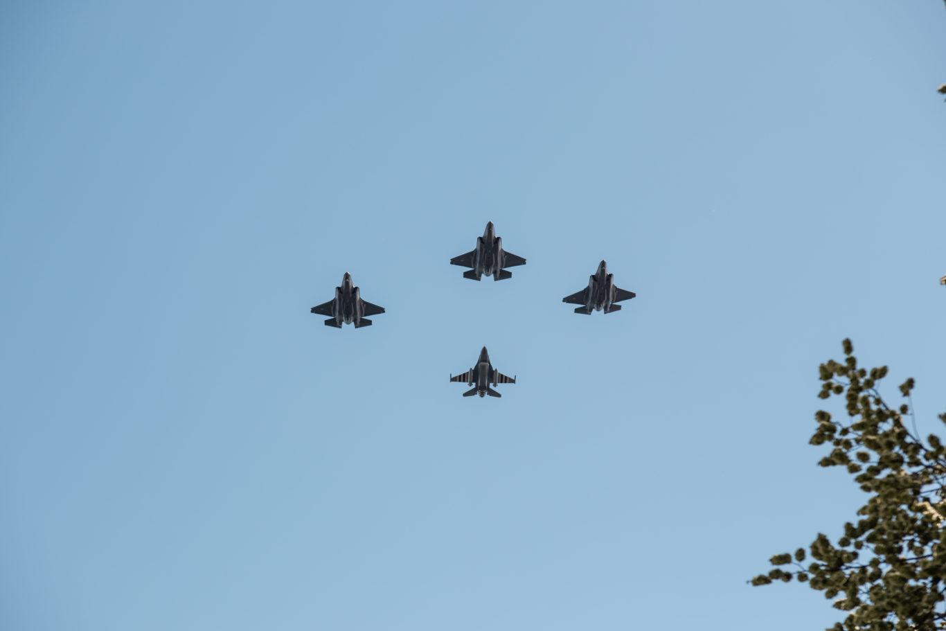 F-35 og F-16 jagerfly under markeringen av frigjørings- og veterandagen på Akershus festning i 2019. Foto: Magnus Thor/Forsvaret