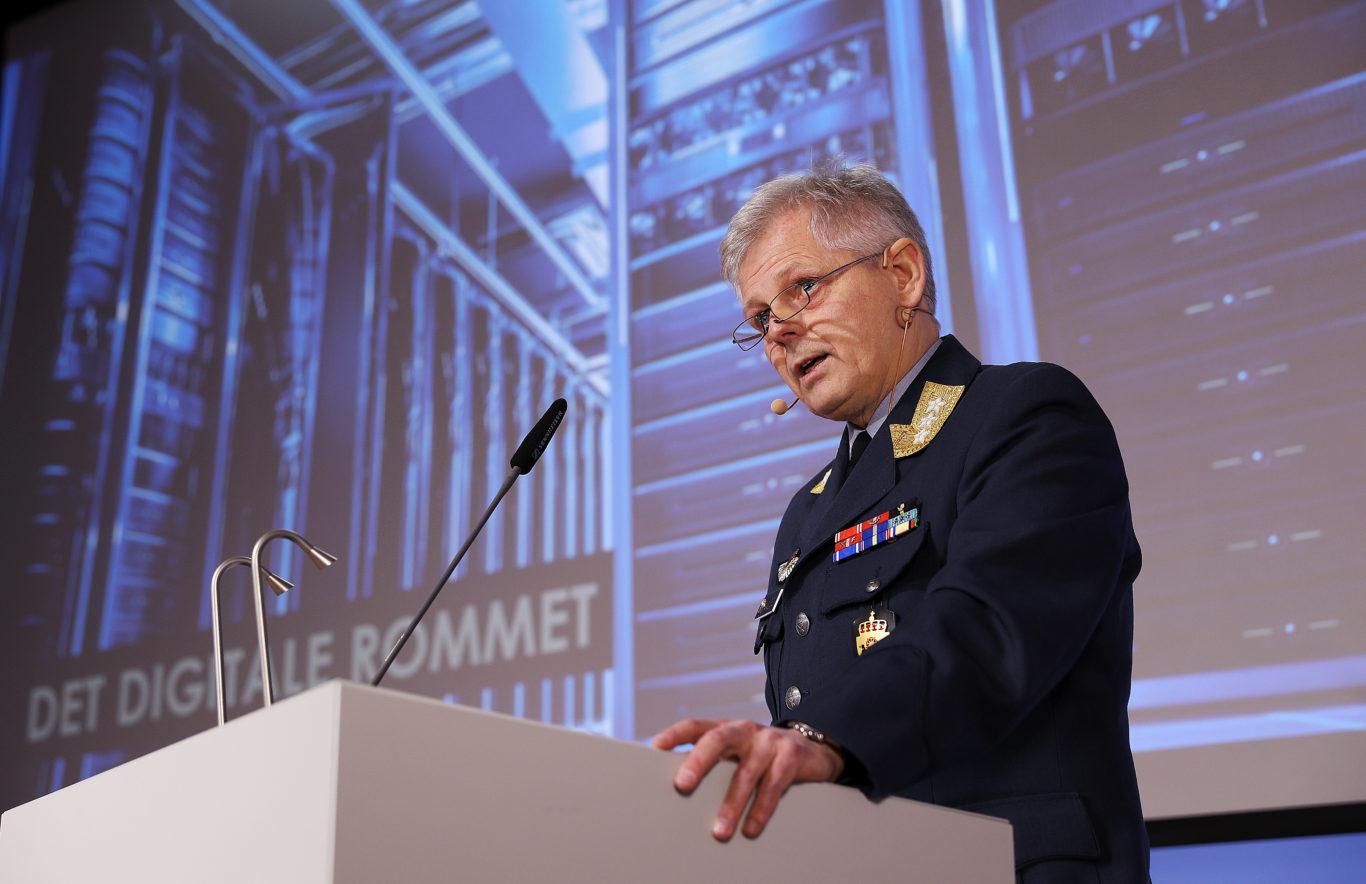 Sjef Etterrettningstjenesten Morten Haga Lunde fremlegger E-tjenestens åpne trusselvurdering i 2017. Foto: Torbjørn Kjosvold / Forsvaret.